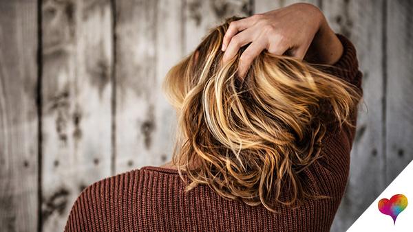 Haare schonend färben
